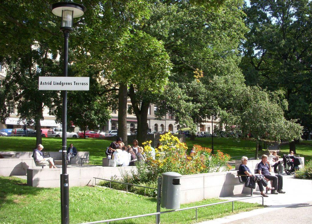 """Det vackra lilla hörn av Vasaparken i Stockholm som till slut namngavs """"Astrid Lindgrens terrass"""""""