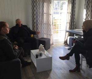 Elisabeth Svantesson och Ylva Pettersson besöker Bert Karlssons Rullebo